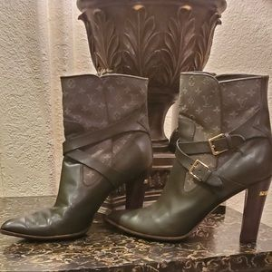 Louis Vuitton Monogram Pointed-Toe ankle boots